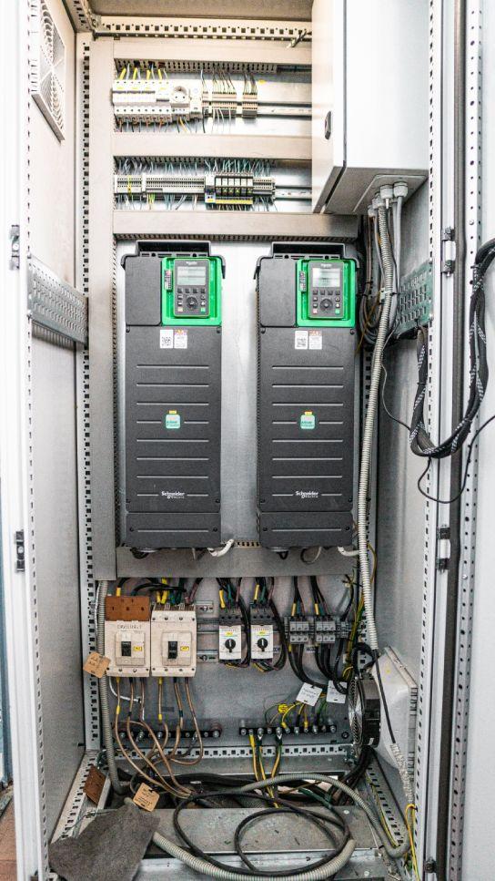 Монтаж контроллера на насосной станции